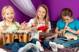 9415570-bambini-fare-musica